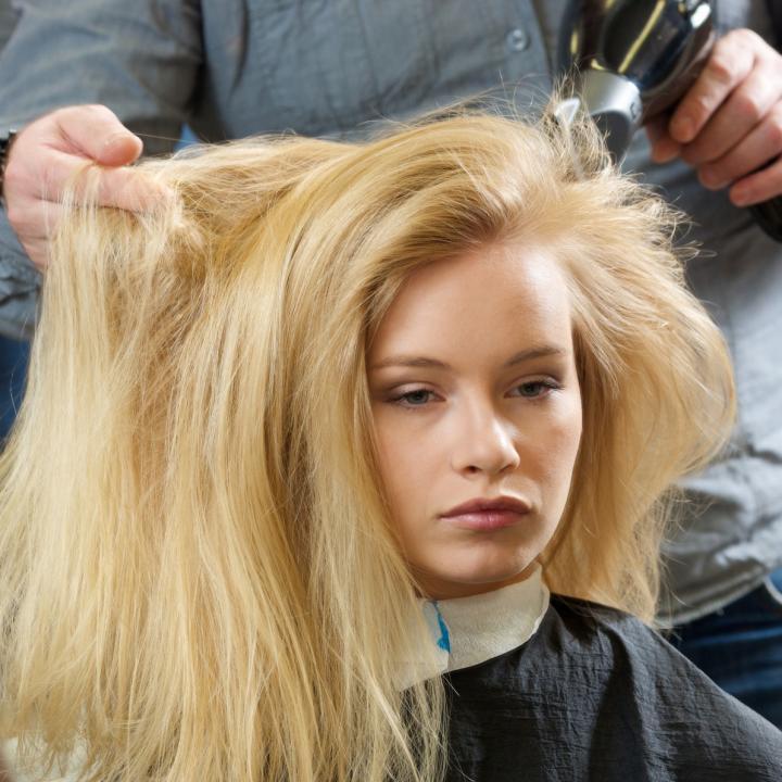 髪の毛の自然乾燥はデメリット多め!ドライヤーで乾かそう&マニキュアを早く乾かす方法は?