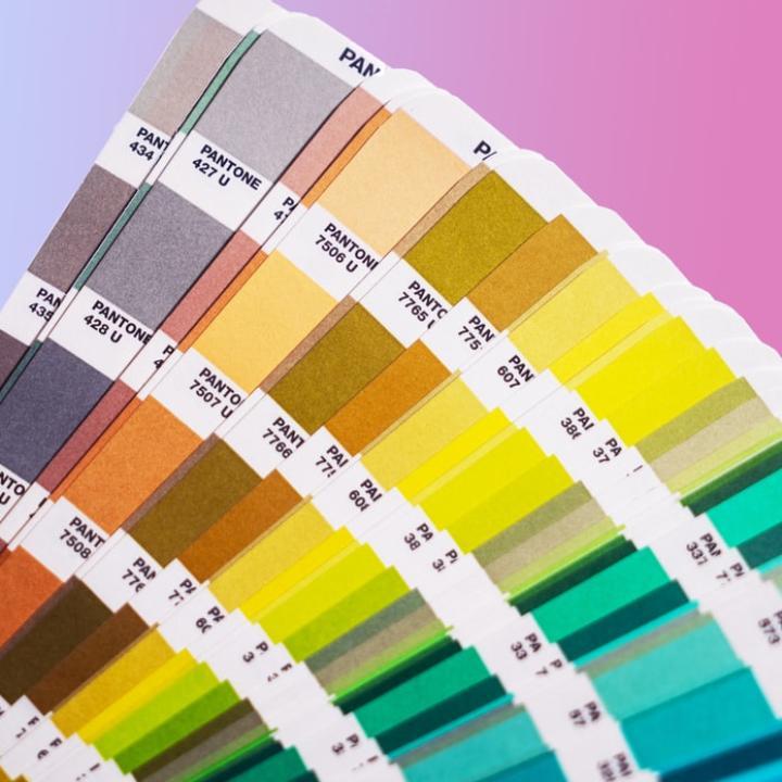 2020年の流行色!PANTONE社が発表したカラーはこれ!ネイルにもファッションにも取り入れてみて