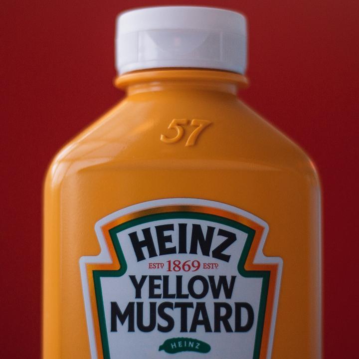 マスタードイエローのネイルでくすみカラーを使いこなそう&辛子とマスタードの違いって何?