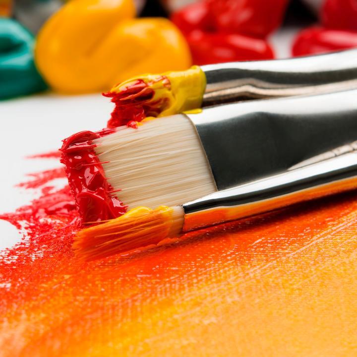 塗りかけネイルはセルフでも簡単!流行のきっかけになったのは芸能人!