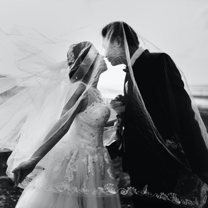 ブライダルホワイトニングで笑顔美人な花嫁に!結婚式までに必要な期間と注意点&2020年のブライダルネイルのトレンドは?