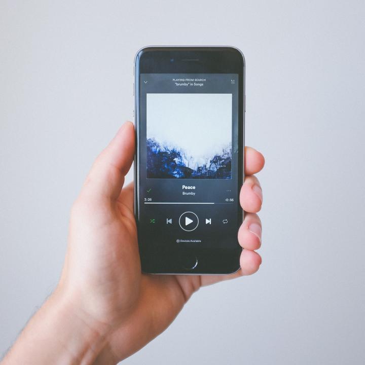 ネイルのリラックス効果!ケアやマッサージ方法を紹介&音楽の癒やし効果