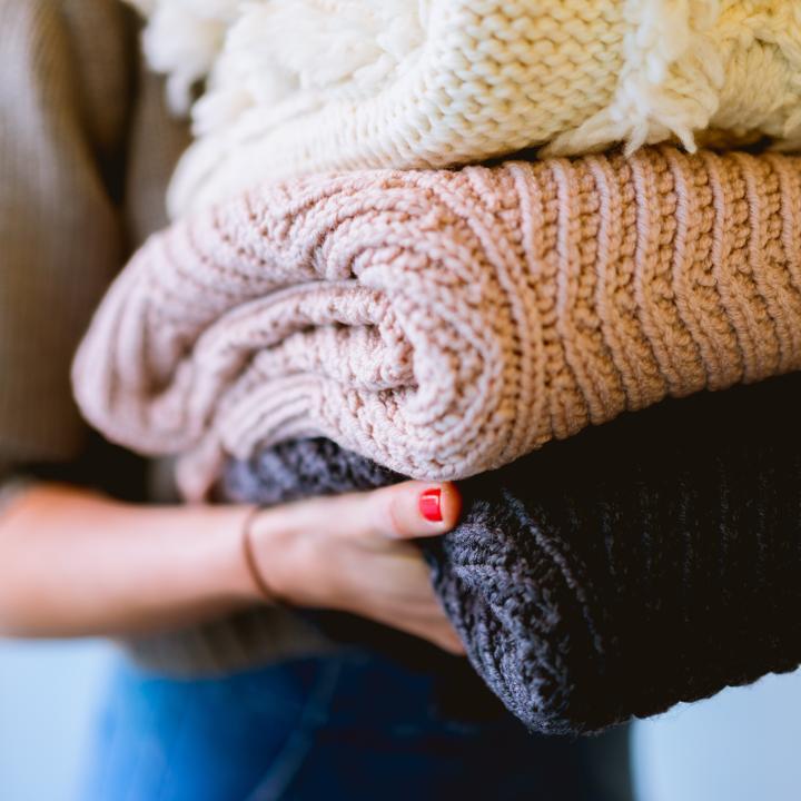 冬服はいつから売ってる?冬物セール時期や、冬ネイルスタートのタイミングを紹介