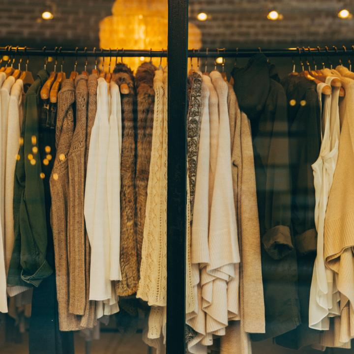 秋服いつから着る?気温に合わせて取り入れよう&秋ネイルはいつから?