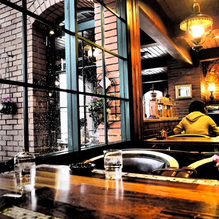 ブラウンネイルは秋こそセルフで!ヴィンテージ感がポイント&都内のレトロでノスタルジーな喫茶店