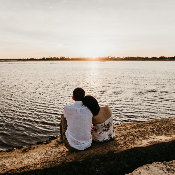 失恋した時に読む小説。唯川恵「燃え尽きるまで」&トレンドのオレンジネイルデザイン