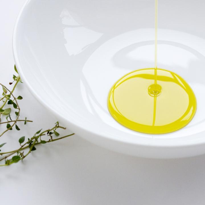 オリーブオイルでネイルケアは注意!しっかり活用してキレイな体に
