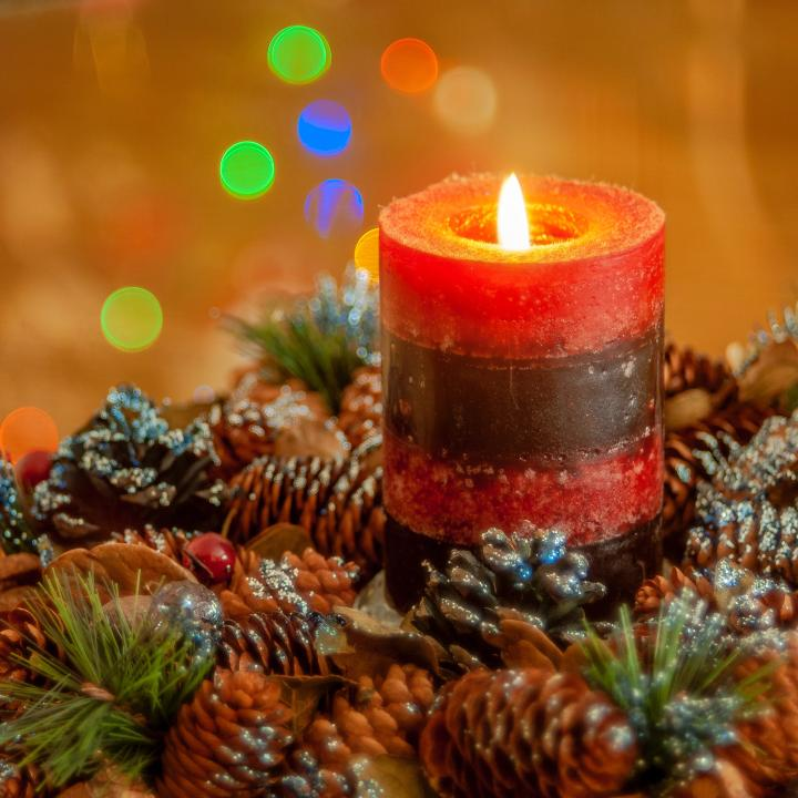 ほっこりネイルとキャンドルの明かりで気分も温か!クリスマスはおうちで過ごそう