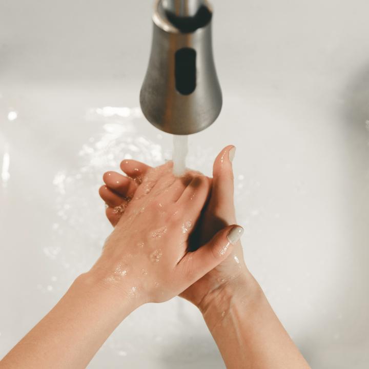 爪が割れやすい人のネイルのケア方法は?原因や対処方法を教えます!