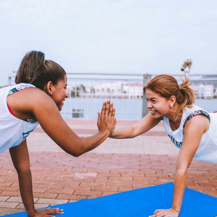 スポーツとネイルの資格がある?運動不足のあなたへ美スタイルを保つストレッチを教えます!