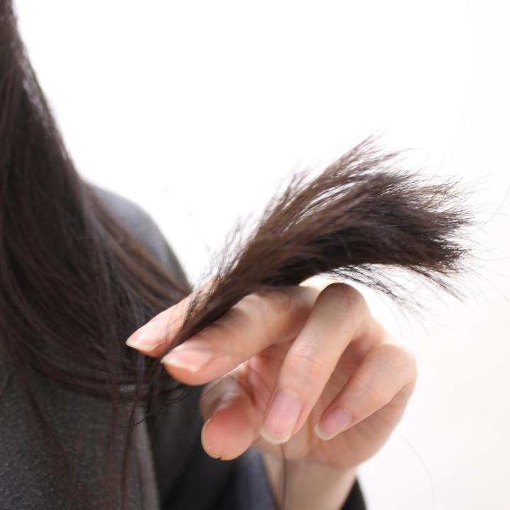 女性の薄毛は20代で対策が必要?爪と髪をすこやかに保つケラチンとは?
