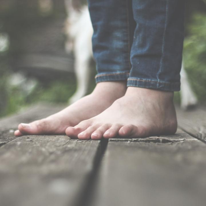 巻き爪の歩き方は浮き指が原因なの?早歩きがダイエットや筋トレに繋がる!
