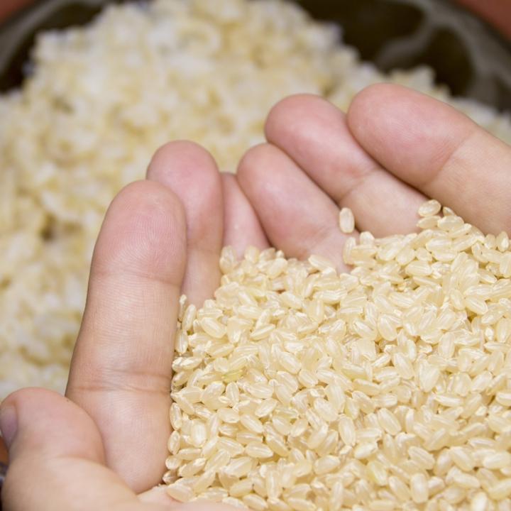 ナチュラルネイルにおすすめなマニキュア!食事もナチュラルに玄米からスタート