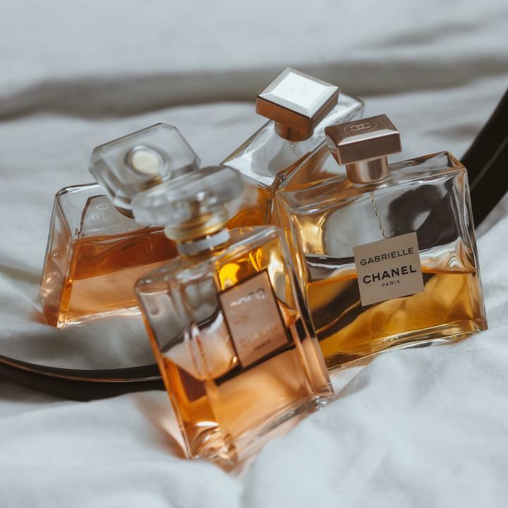 ネイルオイルの香りで人気なものは?香水や香りが持つパワーで魅力的な毎日に