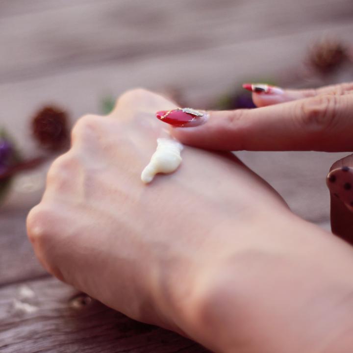 指の毛穴の色素沈着、黒ずみをなんとかしたい!お肌の毛穴ケアでおすすめ成分は?
