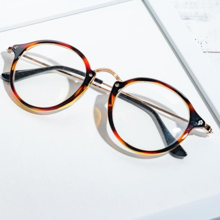 ネイリストのダストはメガネで防ぐ!目の不調を改善するには冷えと肝臓もカギ