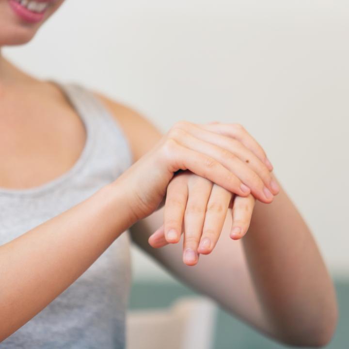 肘下が痩せるマッサージで指先までスラリと細く!食欲の秋を迎える前に対策を取ろう