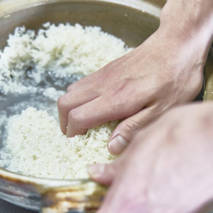 ネイルで米とぎは大丈夫?もっちり美肌に近づく米ぬか洗顔のやり方