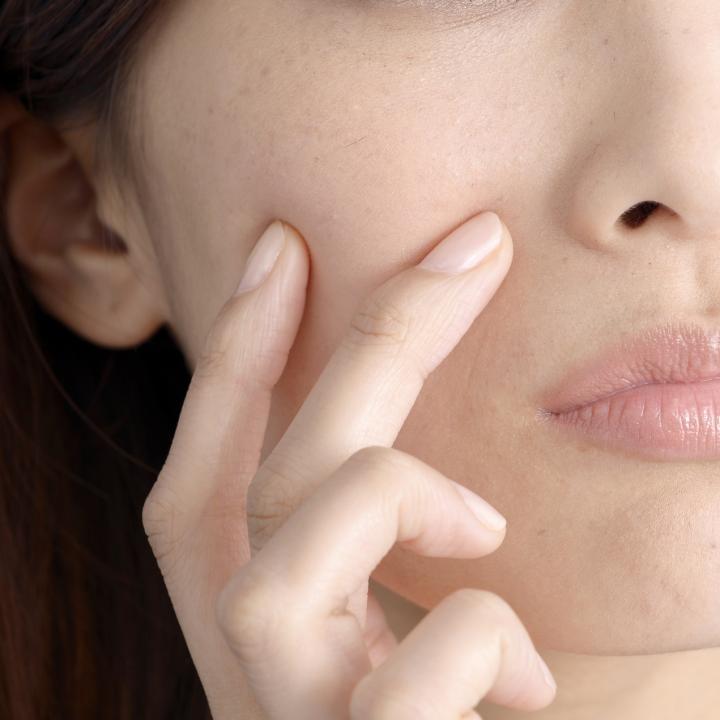 爪のツボは効果あり?美顔鍼でシワやたるみ、毛穴の開きを撃退!