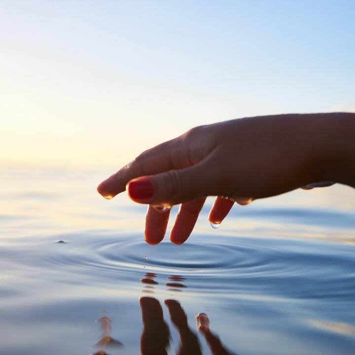 水仕事でネイルが浮く?浮き防止&手荒れ防止に手袋を活用しよう
