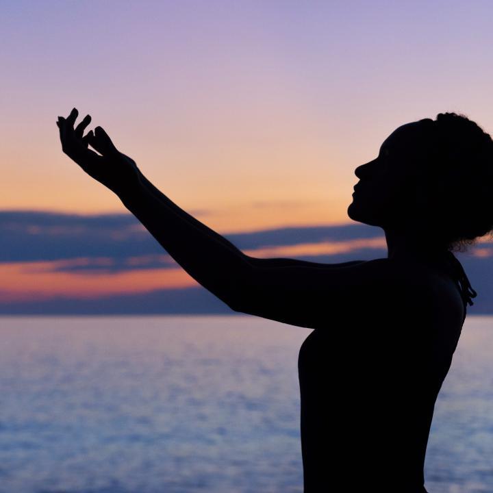 手の癒し効果で幸せホルモンが増える?敏感肌とストレスの関係は??