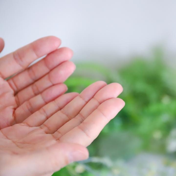 ジェルネイルのアレルギーは対策できるの?肌荒れを防ぐために成分に注目
