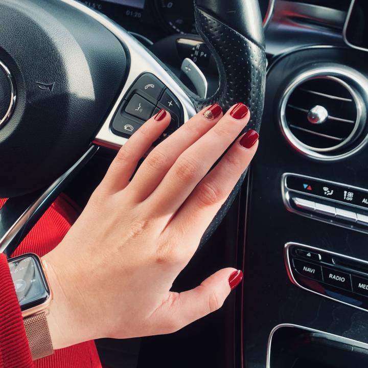 爪に優しいジェルネイルの種類は?&肌にやさしい化粧下地と選び方を紹介