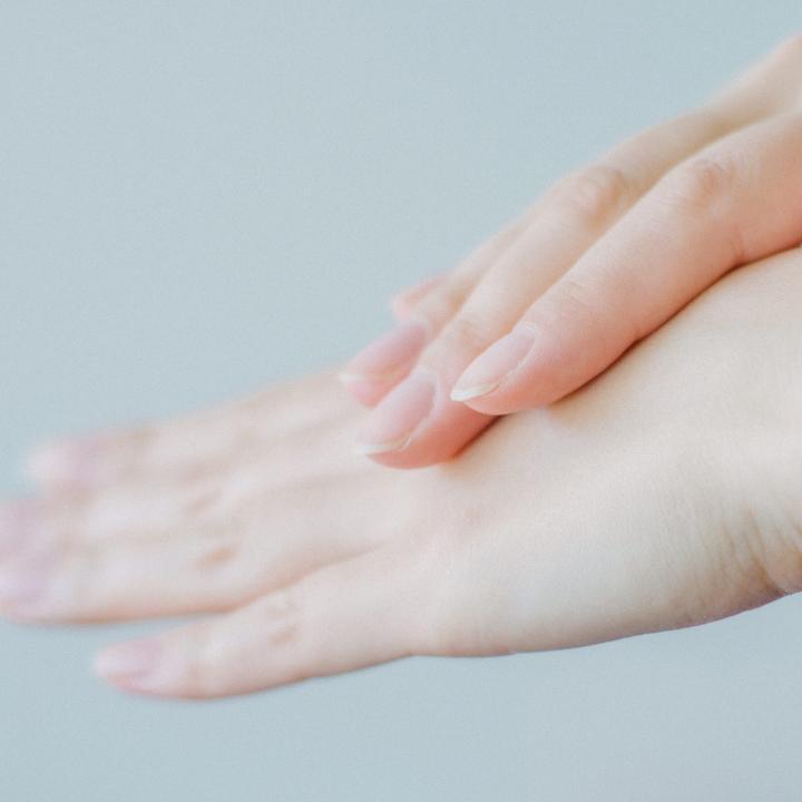 手の角質はピーリングで除去!敏感肌でもピーリング剤って使えるの?